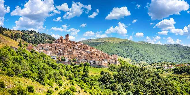 Wczasy we Włoszech - Castel del Monte, Abruzja