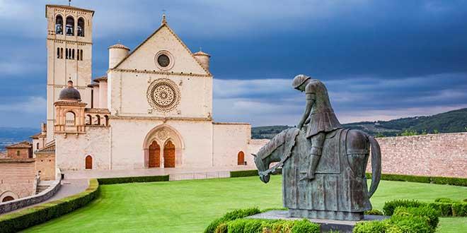 Wczasy we Włoszech - bazylika w Asyżu, Umbria